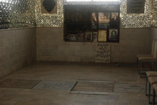 در بالا ترین بخش آرامگاه یک فضای خالی و بدون سنگ قبر وجود دارد که شاید محل حاکسپاری خود ابوالقاسم خان , پدرش و بقایای عادلشاه باشد .